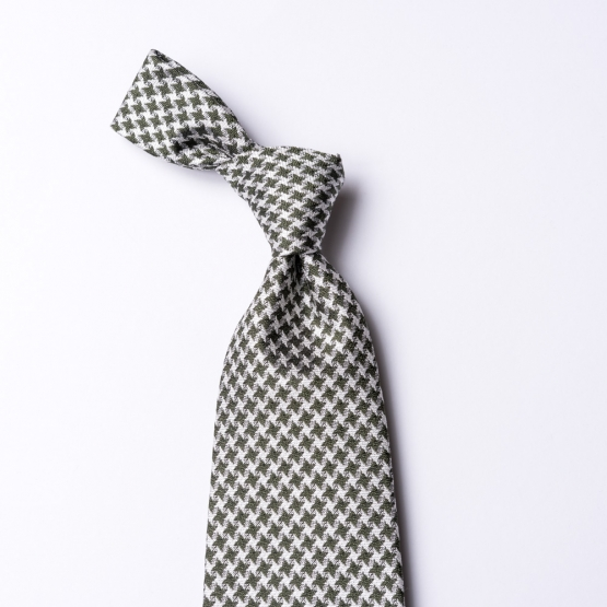 Tie with a green houndstooth pattern