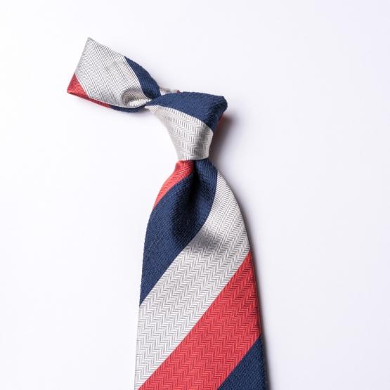 Gestreifte Krawatte in  weiß - rot - blau